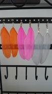 Oorbellen veertjes, verkrijgbaar in verschillende kleuren €9,00 per paar