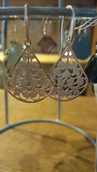 Roze-gouden oorbellen €11,00 per paar