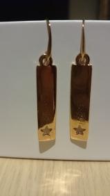 Lange roze-gouden oorbellen met kleine ster €11,00 per paar