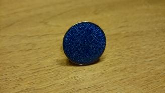 Roze gouden ring bewerkt met hars en blauwe dots €18,00 per ring Op bestelling