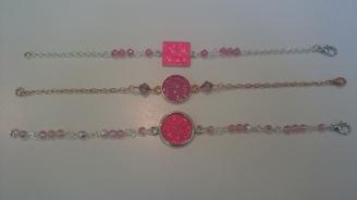Armbandjes met roze Swarovski steentjes €25,00 per armband
