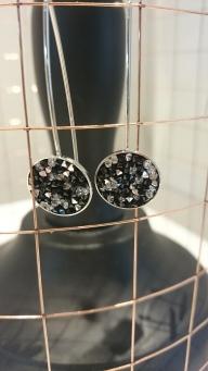 Lange oorbellen met Swarovski steentjes €18,00 per paar