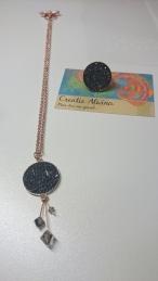 Setje bestaande uit ring en bijpassende halsketting met Swarovski steentjes in antraciet Setje: €50,00