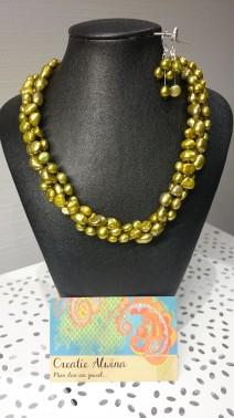 Groene zoetwaterparel geknoopt. 3-dubbele halsketting Setje: €59,00