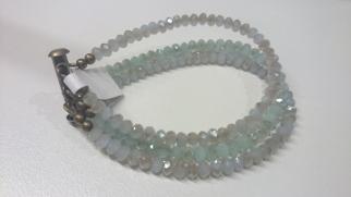 3-dubbele armband met kleine facetkralen in grijs- en groentinten €25,00