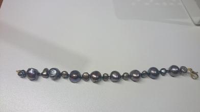 Armband met zoetwaterparels geknoopt Donkergrijs/Parelmoer €25,00
