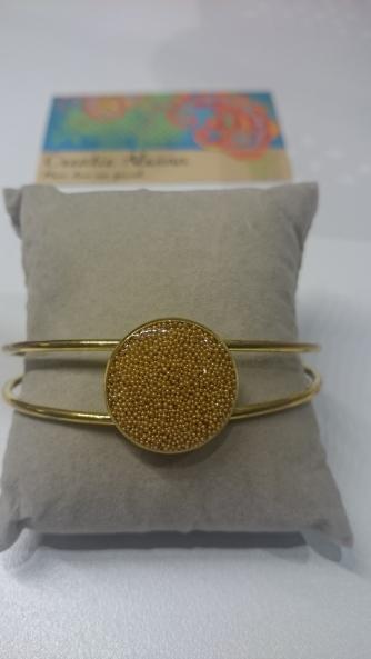 Vaste armband: gouden dots overgoten met hars €25,00 per armband
