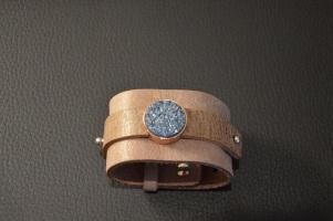 Armband in breed leder met cabochon (2 stuks) €29,00