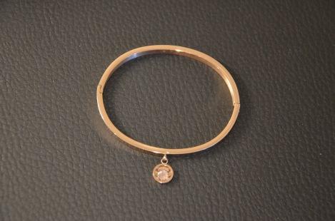 Armband van staal met Swarovski steentje Kleur naar eigen smaak €35,00