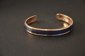 Armband met blauwe stof €25,00