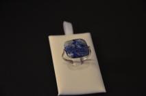 Ring met platte vierkante Lapis Lazuli steen €15,00