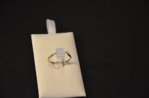 Ring met vierkant Swarovski steentje €18,00