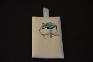 Ring met blauwe vis in Swarovski €18,00