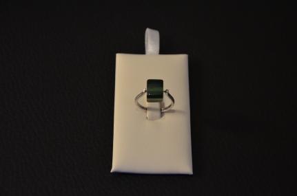 Ring met vierkante groene glasparel Mogelijk in verschillende kleuren €15,00