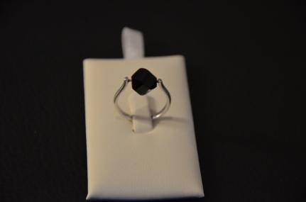 Ring met zwarte glasparel Mogelijk in verschillende kleuren €15,00