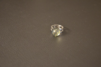 Ring met bol kaki en goud €15,00