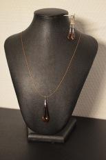 Swarovski druppel donker rosé aan draadje met bijpassende oorbellen Setje @ €55,00 Apart verkrijgbaar: Ketting €36,00 Oorbellen: €24,00
