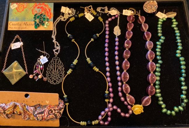 Presentatie van de juwelen in het kapsalon